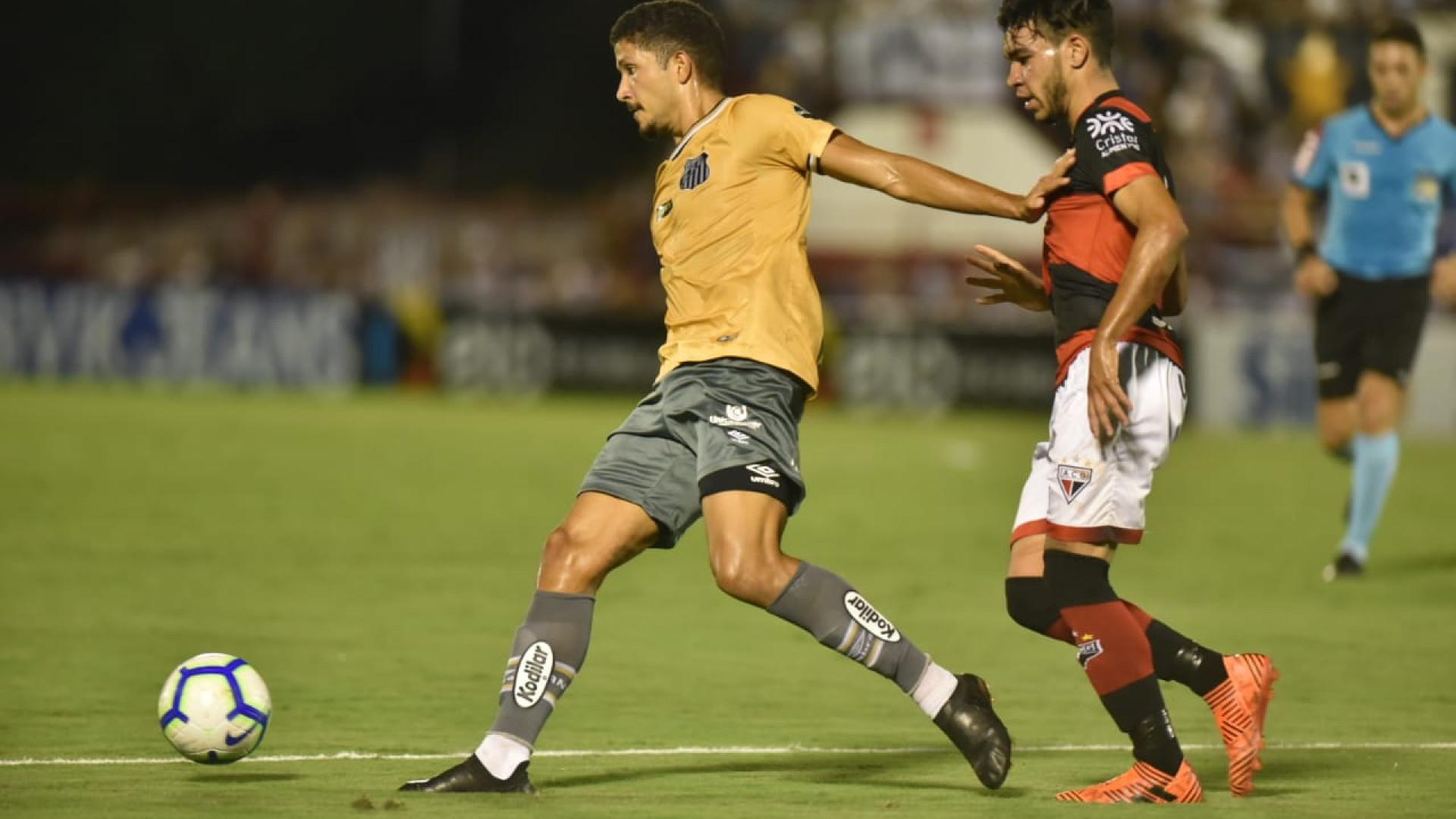 Santos tem zagueiro expulso e perde para Atlético-GO na Copa do Brasil