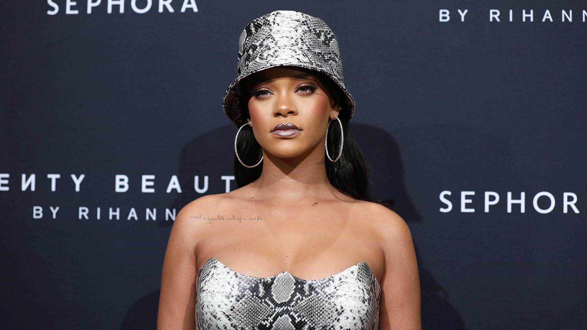 Pai de Rihanna é processado por se passar por agente da cantora
