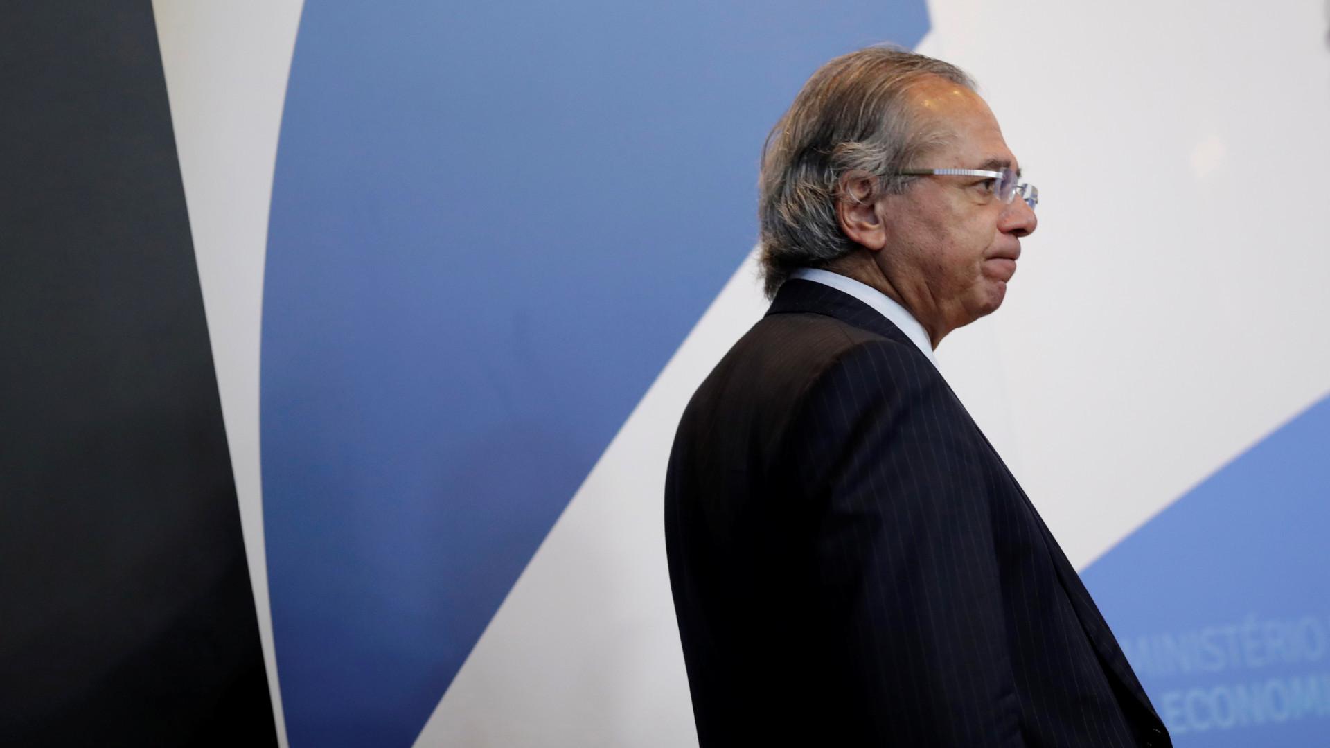 TCU abre processo para apurar negócios de Guedes com fundos de pensão