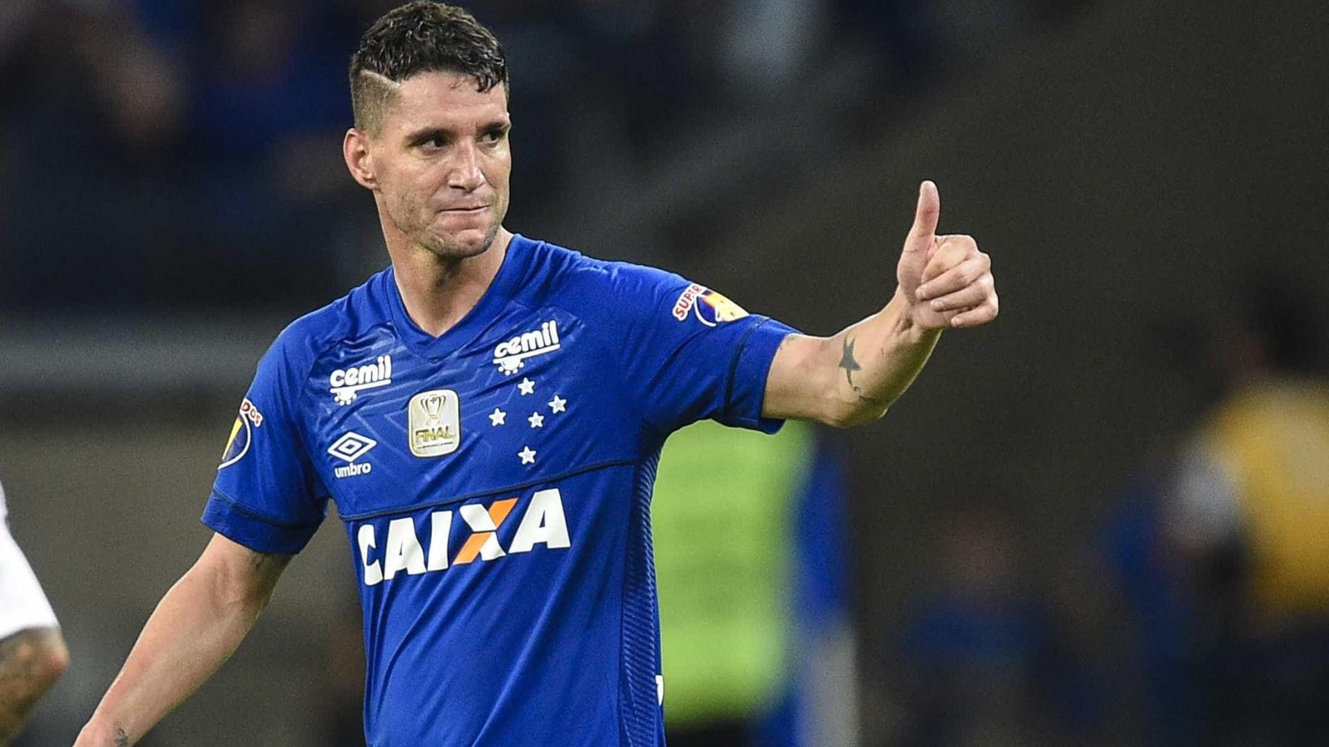 Thiago Neves critica improvisações de Rogério Ceni no Cruzeiro