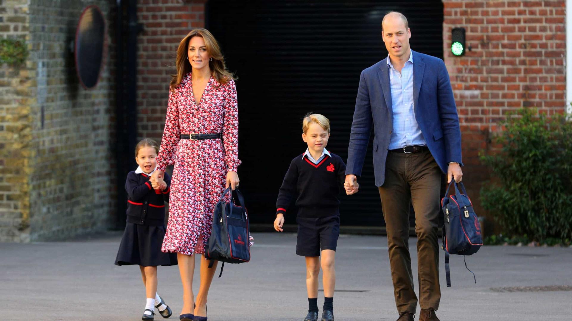 Princesa Charlotte é acompanhada pela família em primeiro dia de aula