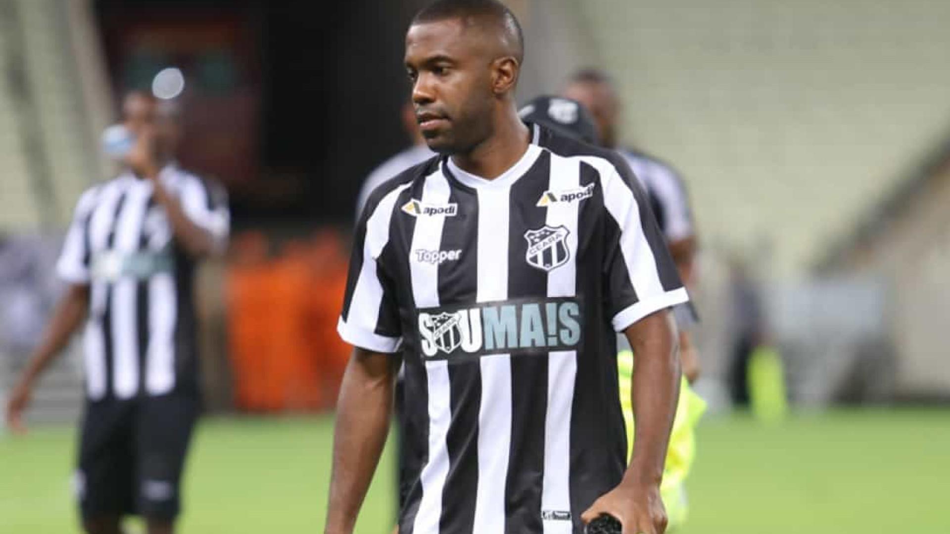 Galhardo relata injúria racial de torcedores do Santos a Fabinho