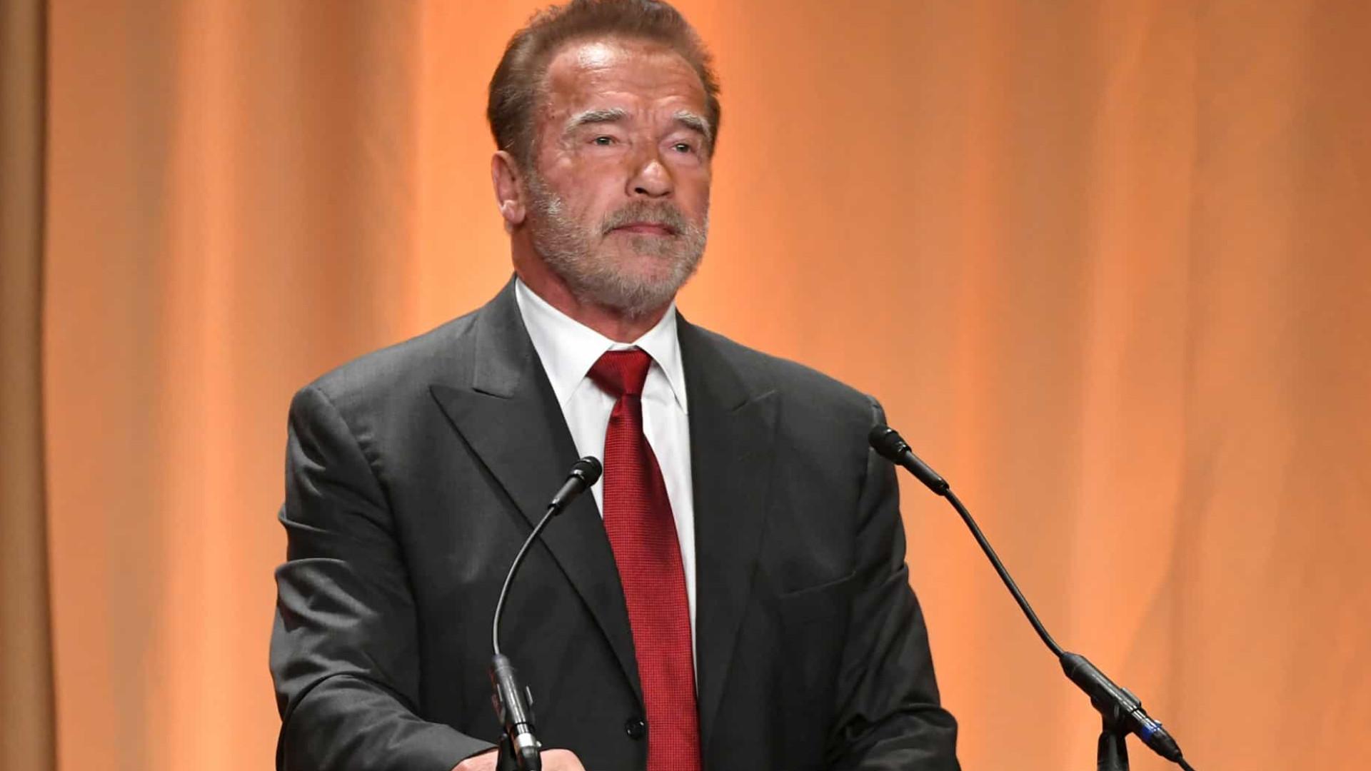 Arnold Schwarzenegger abandona mansão por incêndios na Califórnia