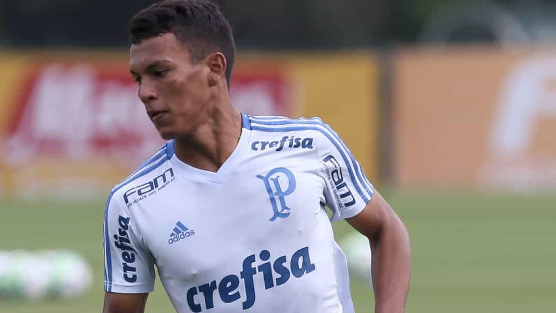 Mano Menezes estuda promover Gabriel Veron no Palmeiras