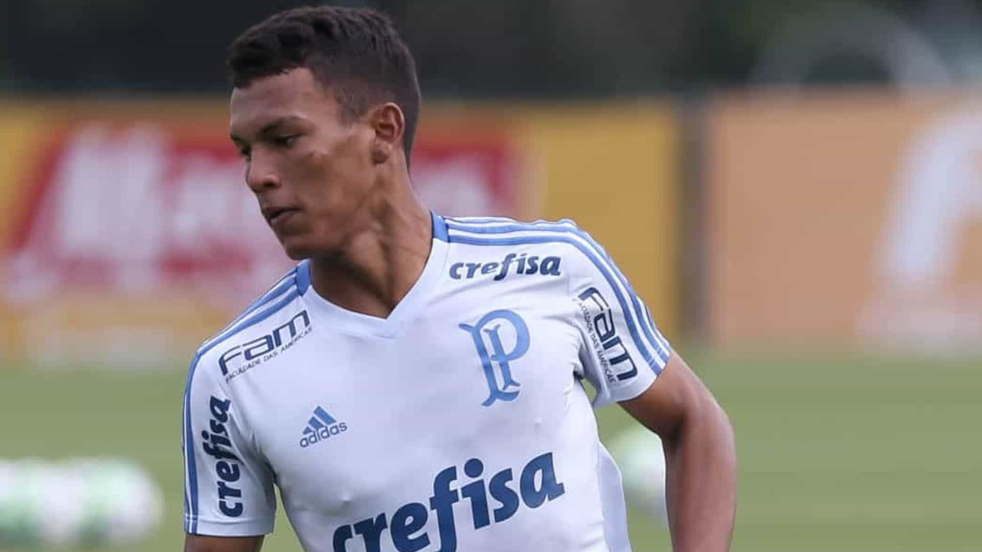 Gabriel Veron faz primeiro treino com o time profissional do Palmeiras