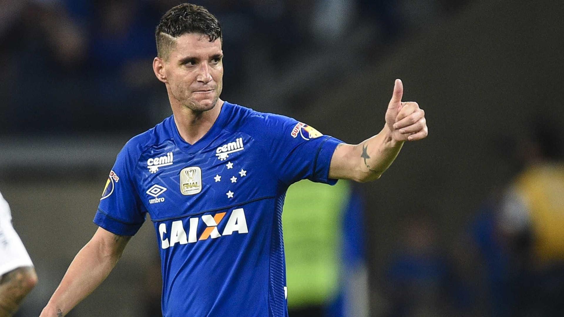 Cruzeiro afasta Thiago Neves após meia ter ido a uma festa no Mineirão