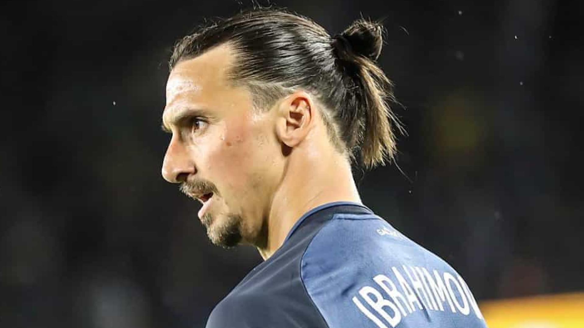 Ibrahimovic é apresentado no Milan e já prevê duelos com CR7