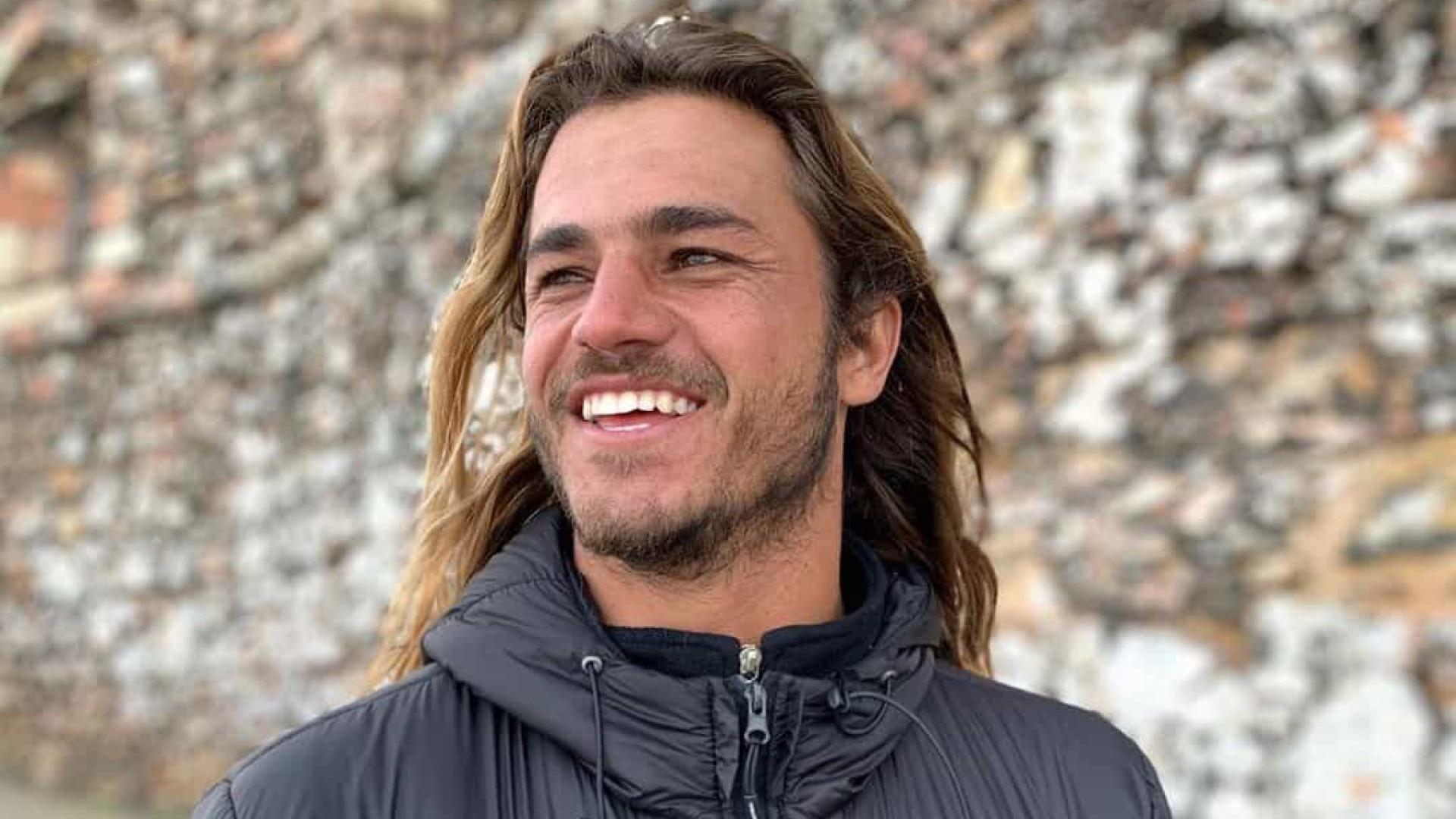 Surfista Caio Vaz passa sufoco na costa carioca