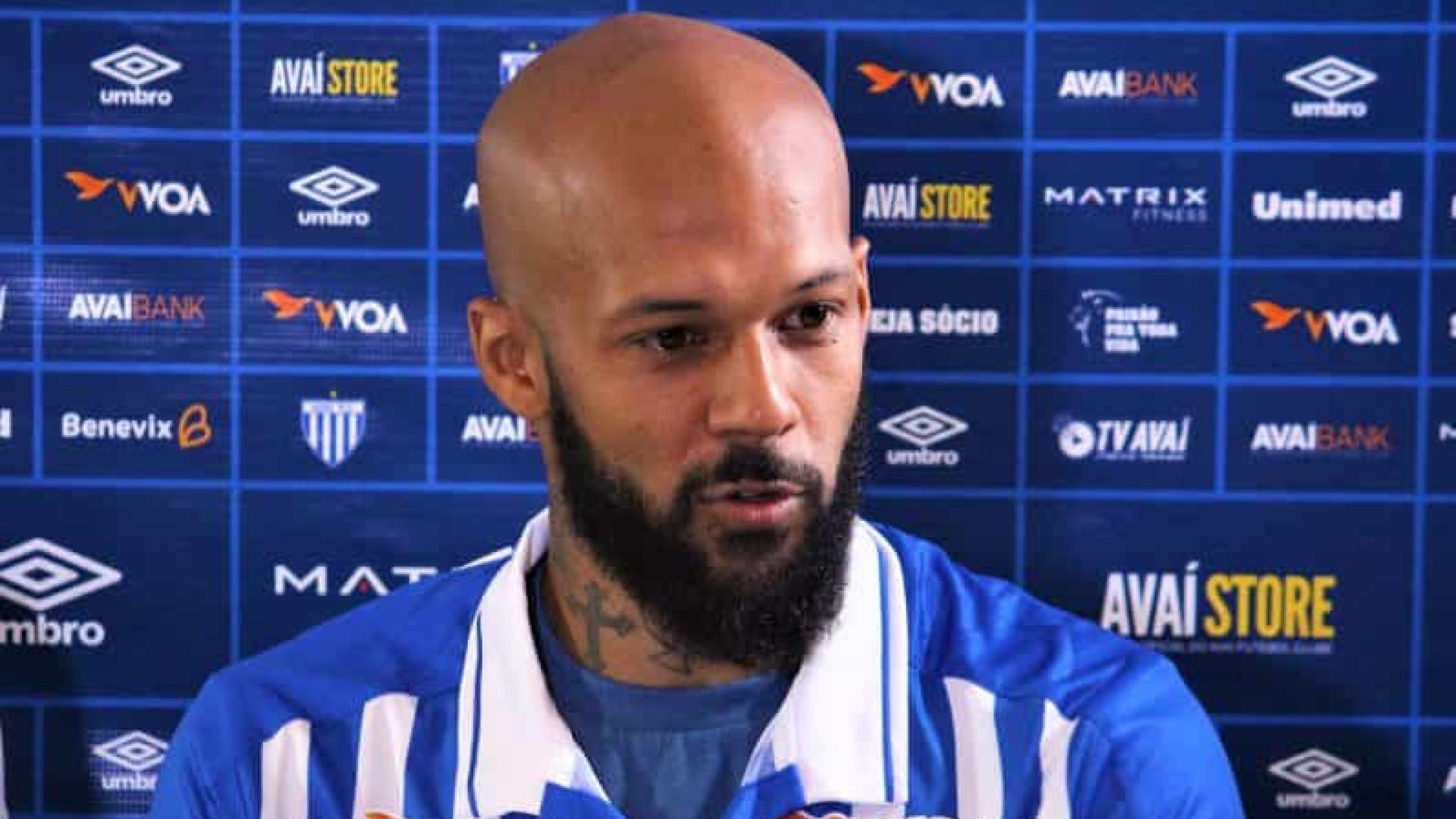 Bruno Silva, do Avaí, é suspenso por 8 jogos por agressão em clássico