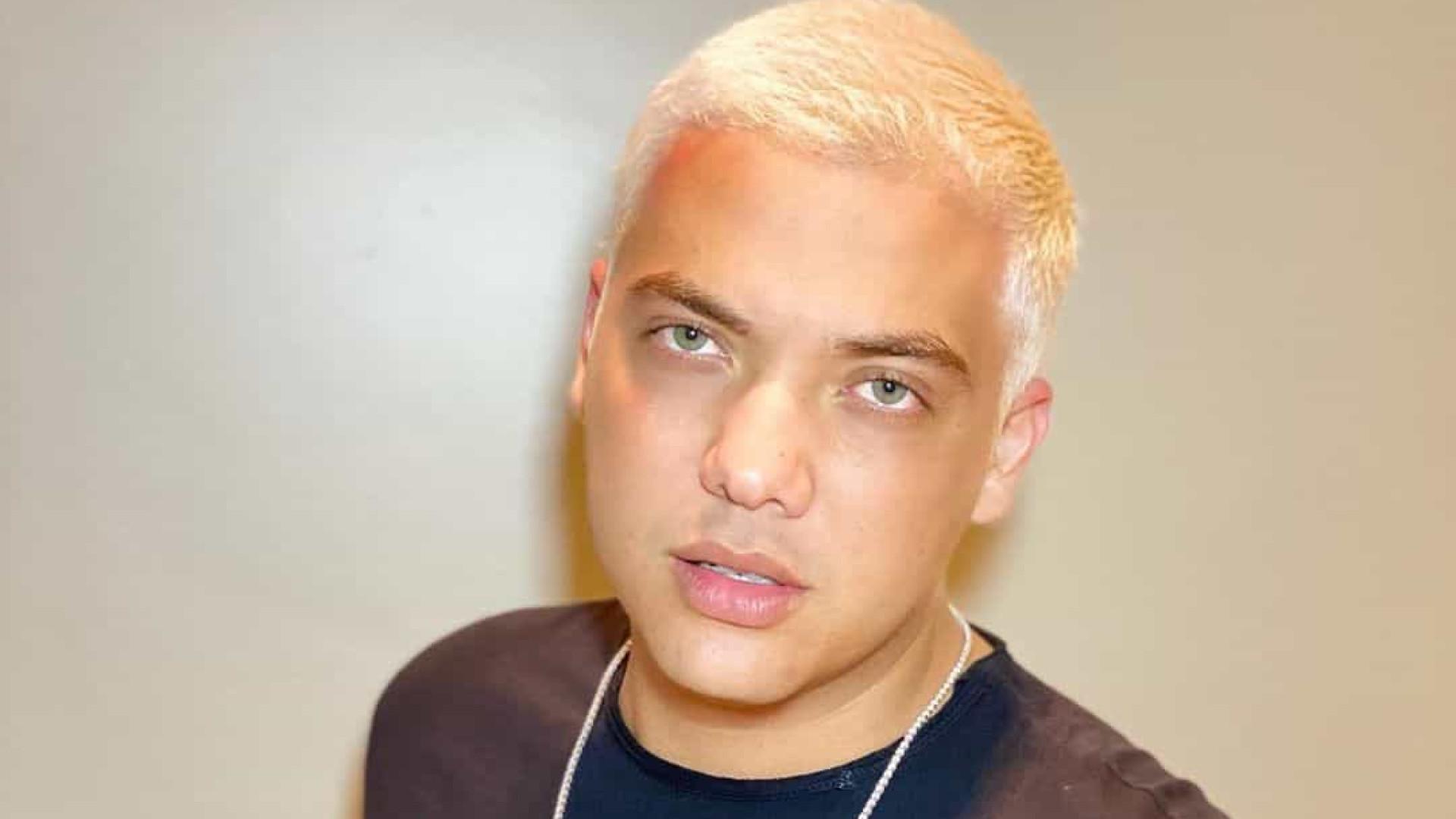 Wesley Safadão platina os cabelos e gera reações de famosos