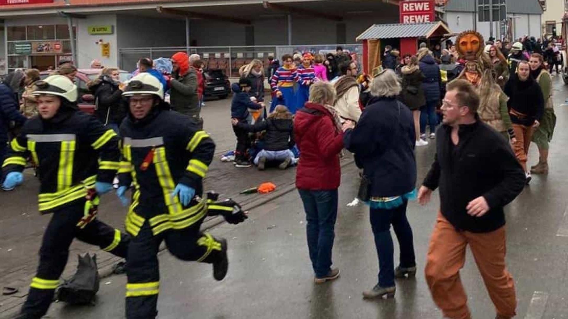 Ataque com carro deixa 30 feridos em desfile de Carnaval na Alemanha