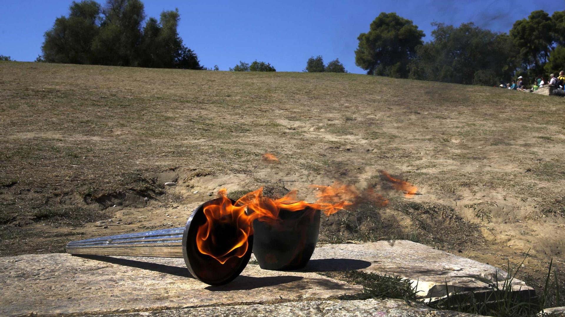 Revezamento da tocha olímpica de Tóquio-2020 é suspenso na Grécia