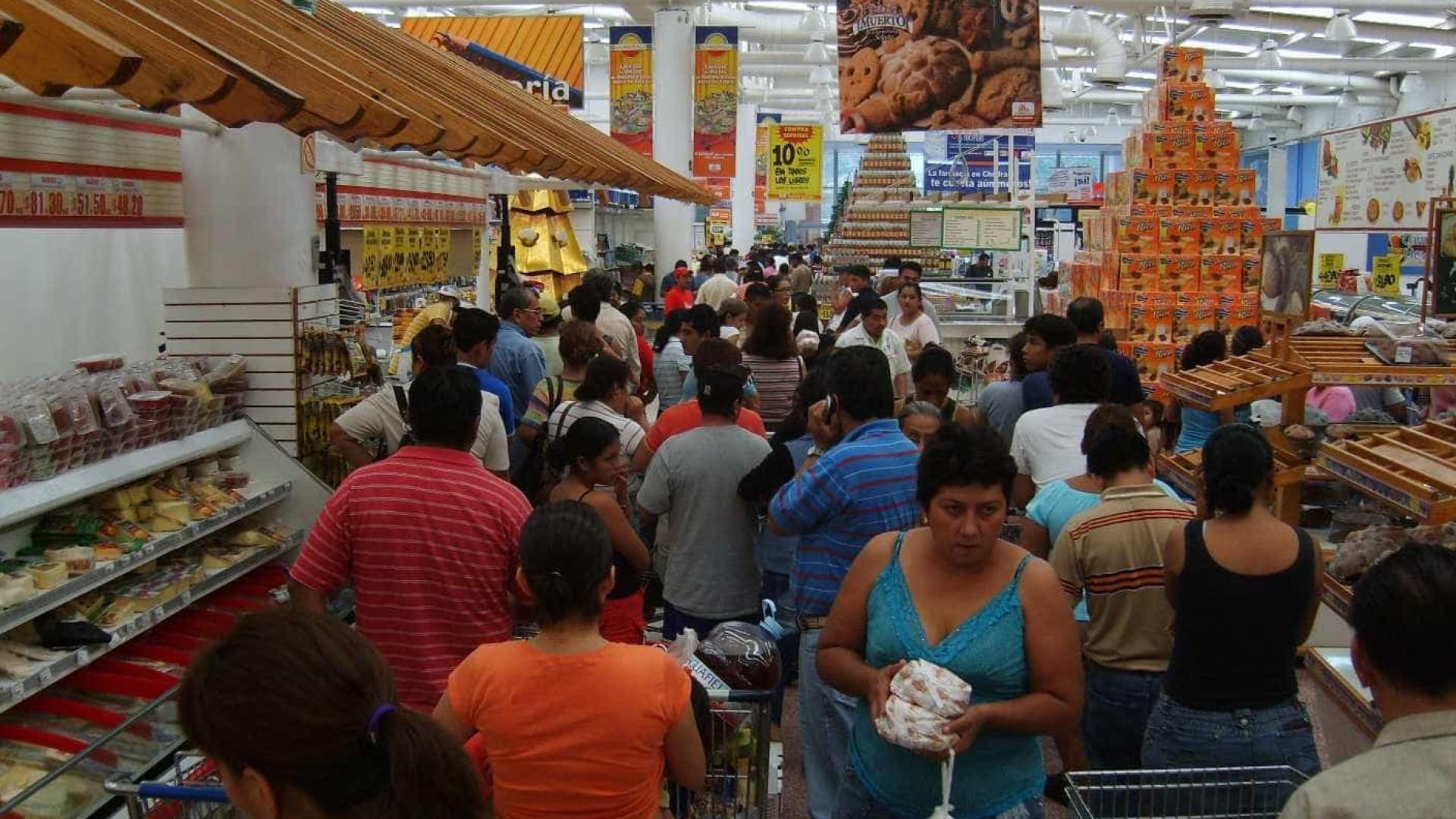 Consumidores esperam inflação de 4,8% a partir de março, diz FGV
