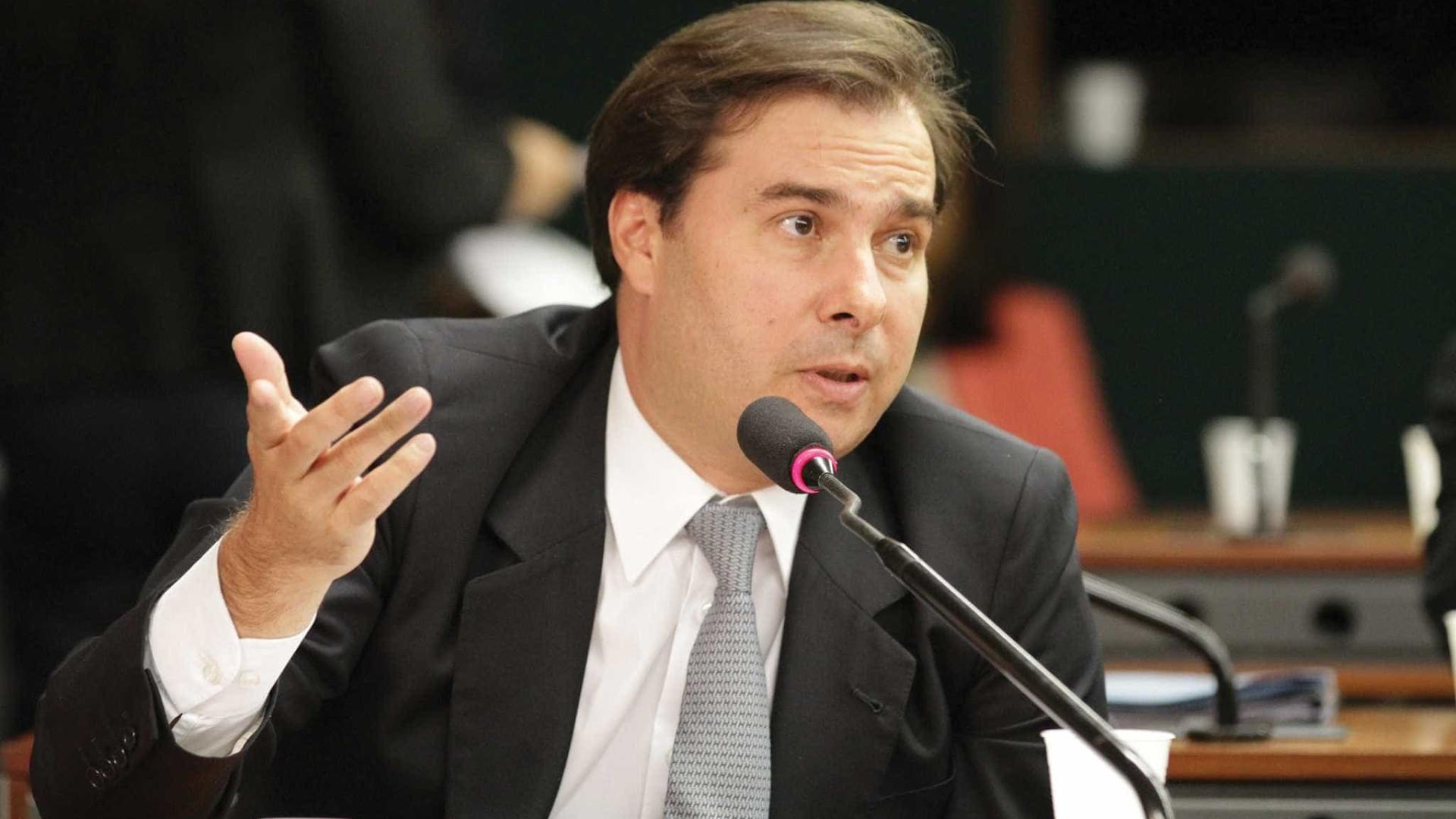 Rodrigo Maia pede punição por insultos a repórter da Folha de S.Paulo