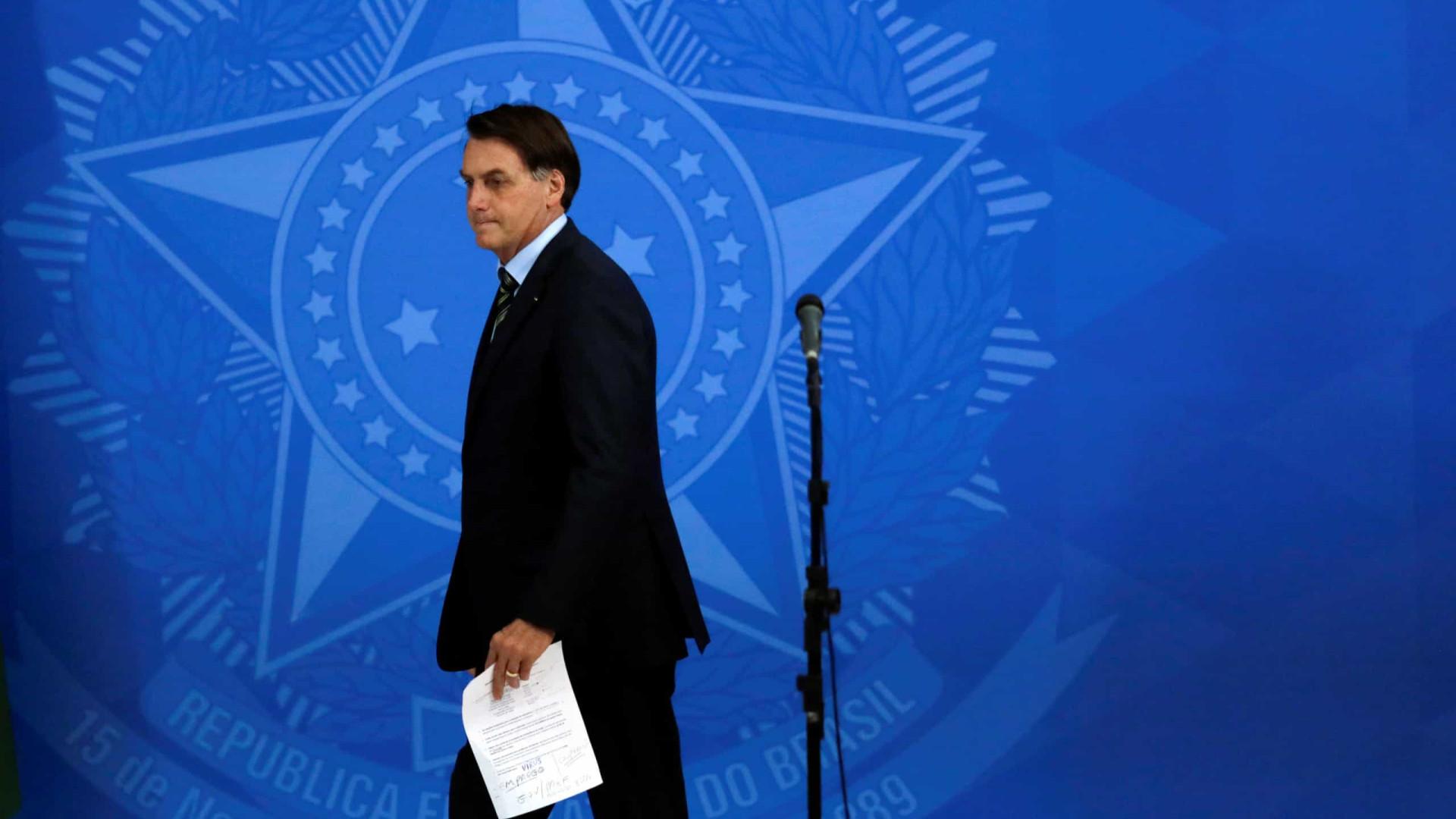 Bolsonaro estimula apoiadores a hostilizar jornalistas