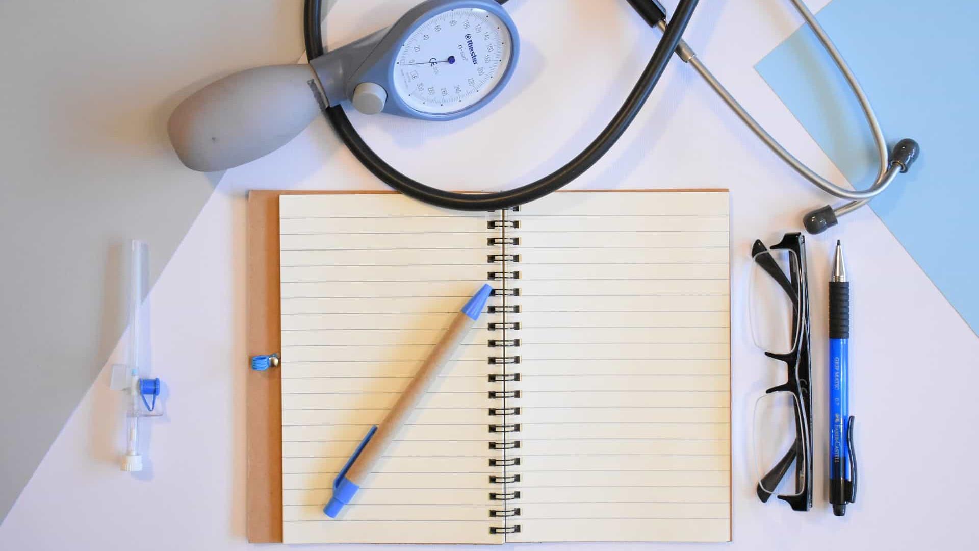Regulamentada às pressas, consulta médica a distância explode no Brasil