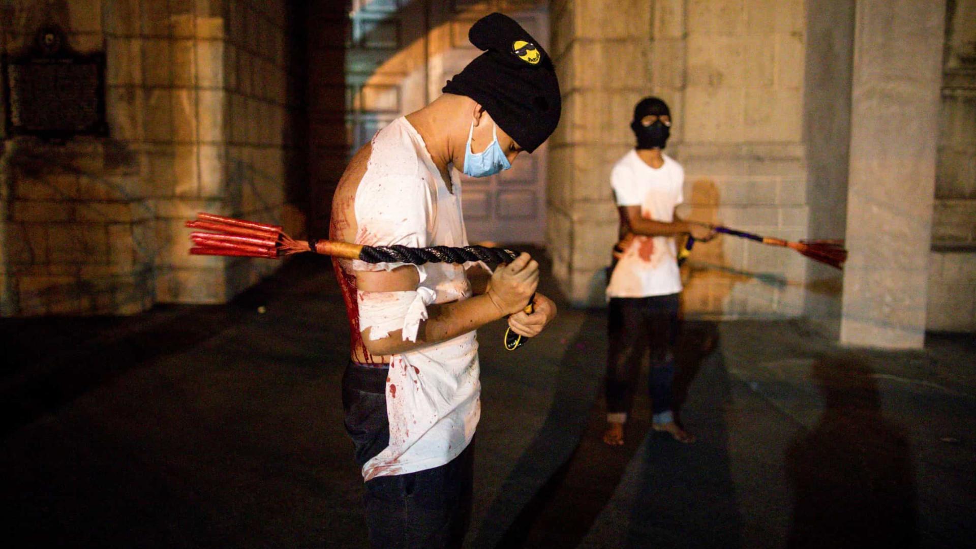 Filipinas mantém ritual sangrento de Páscoa; imagens impressionam