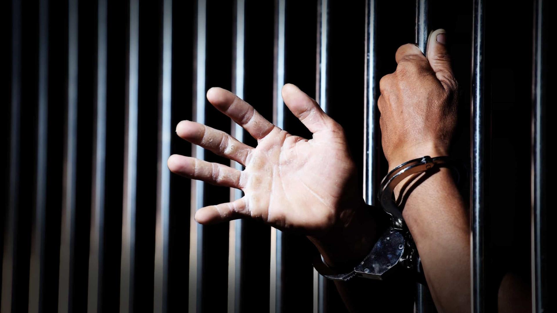 Agente penitenciário sobre a Covid-19: 'Perdendo o controle da cadeia'