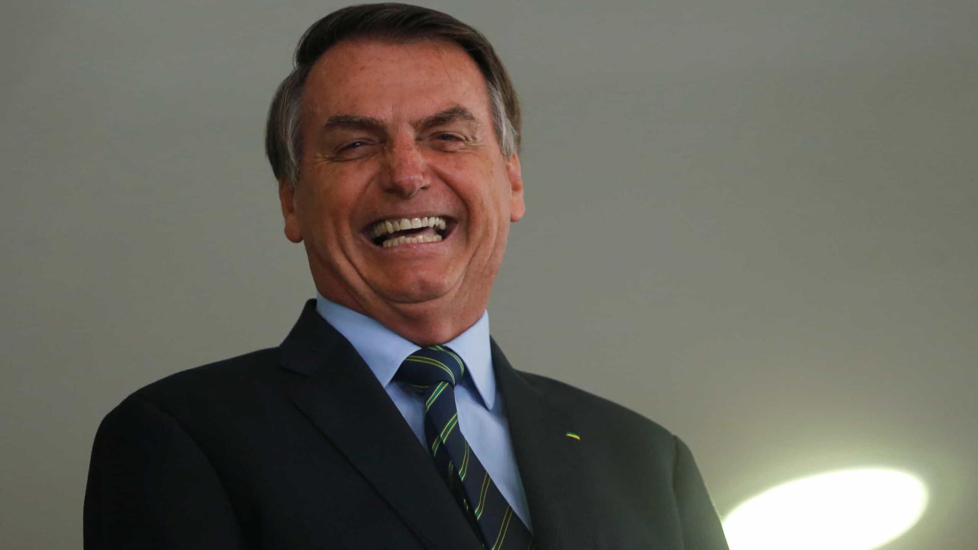 Indagado sobre troca da PF, Bolsonaro manda jornalistas calarem a boca