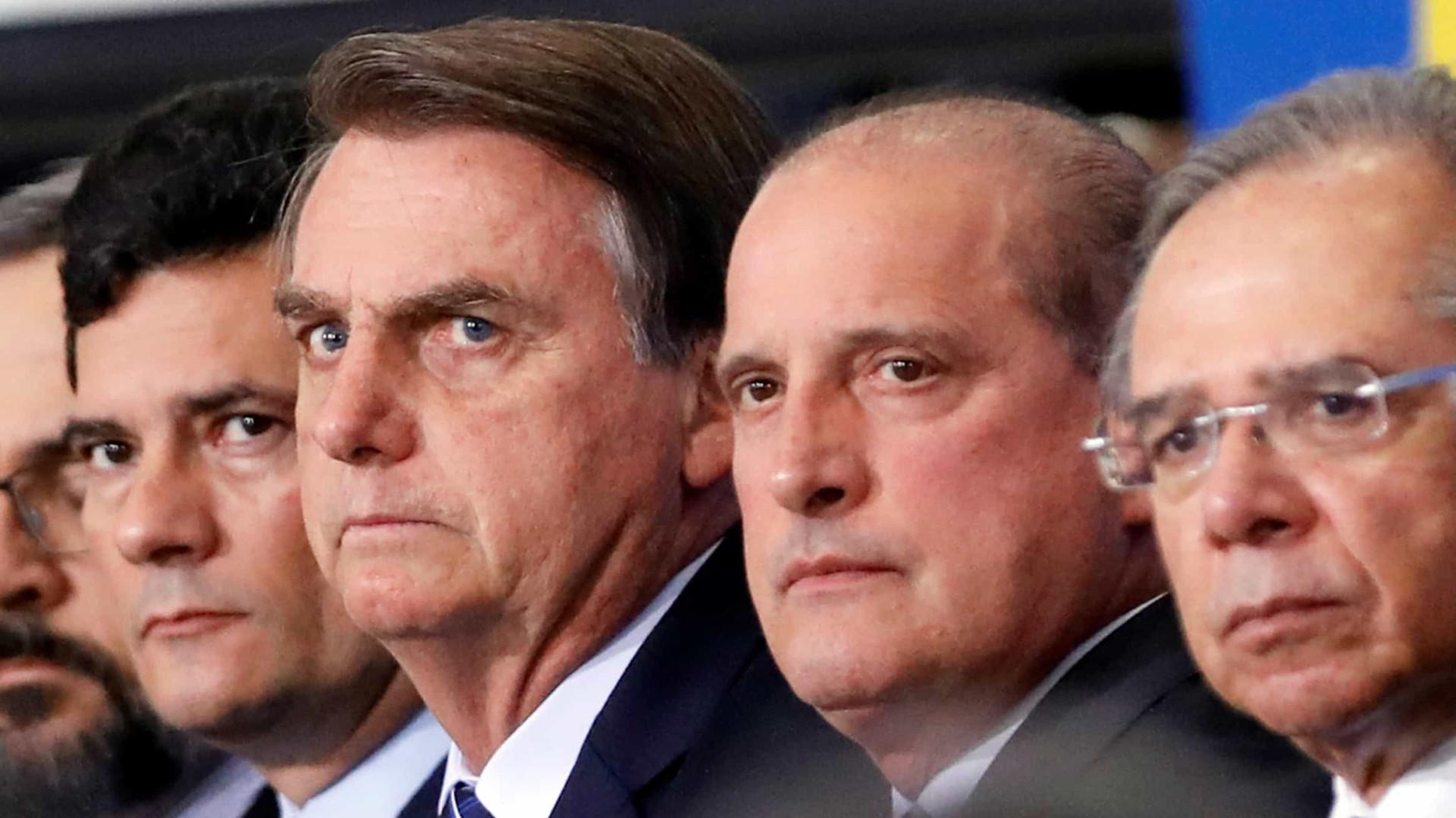 Palavrões e ameaças de demissão generalizada em reunião ministerial
