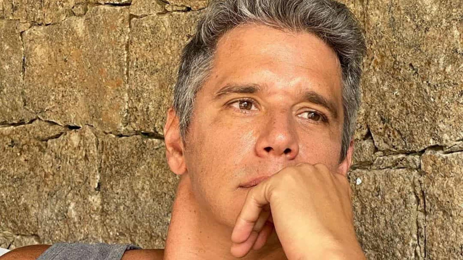 Márcio Garcia rompe tendão em acidente doméstico e passa por cirurgia