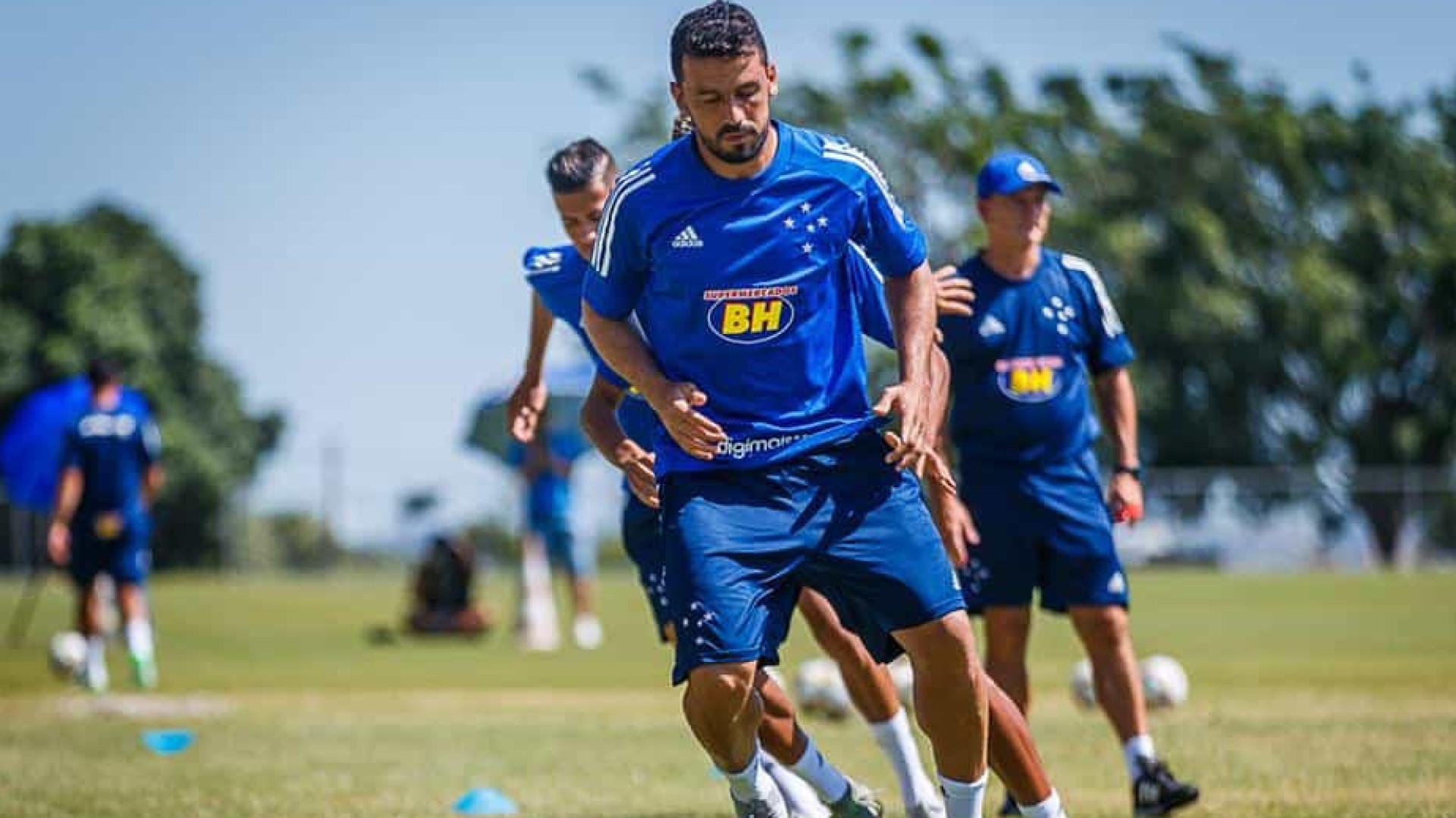 Cruzeiro anuncia rescisão de contrato de Robinho e Edilson
