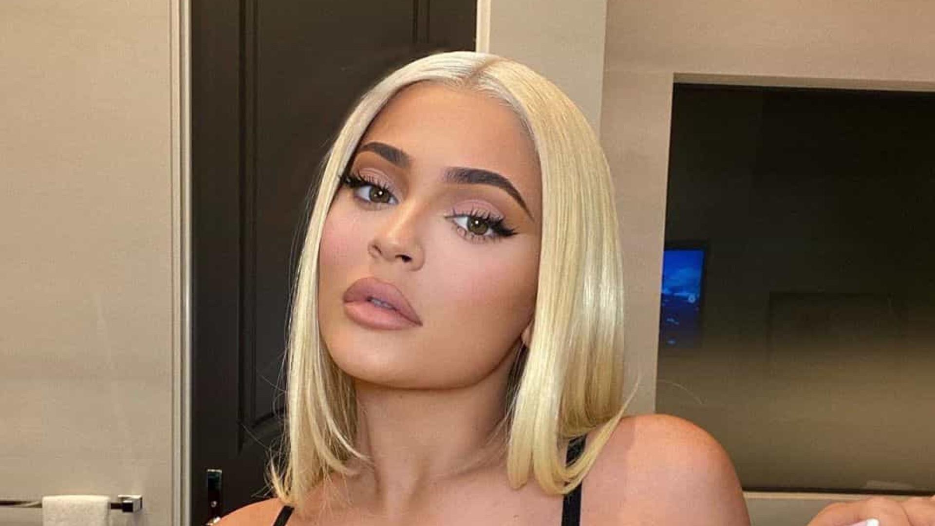 Kylie Jenner posta foto de lingerie e arrasa!