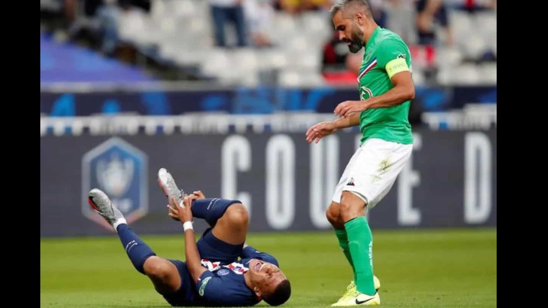 Mbappé faz exames, sofre entorse no tornozelo direito e será reavaliado