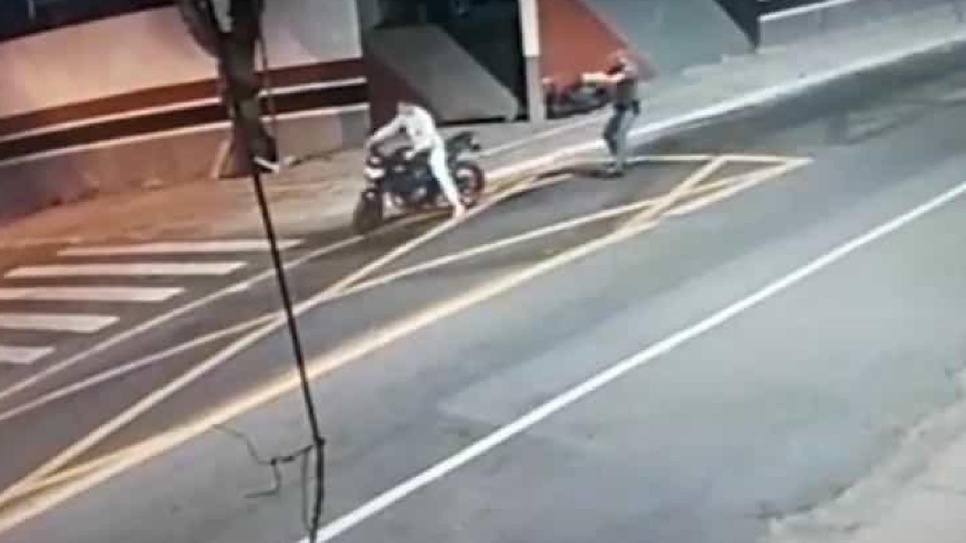 Policial é preso após matar motociclista com tiro nas costas em SP
