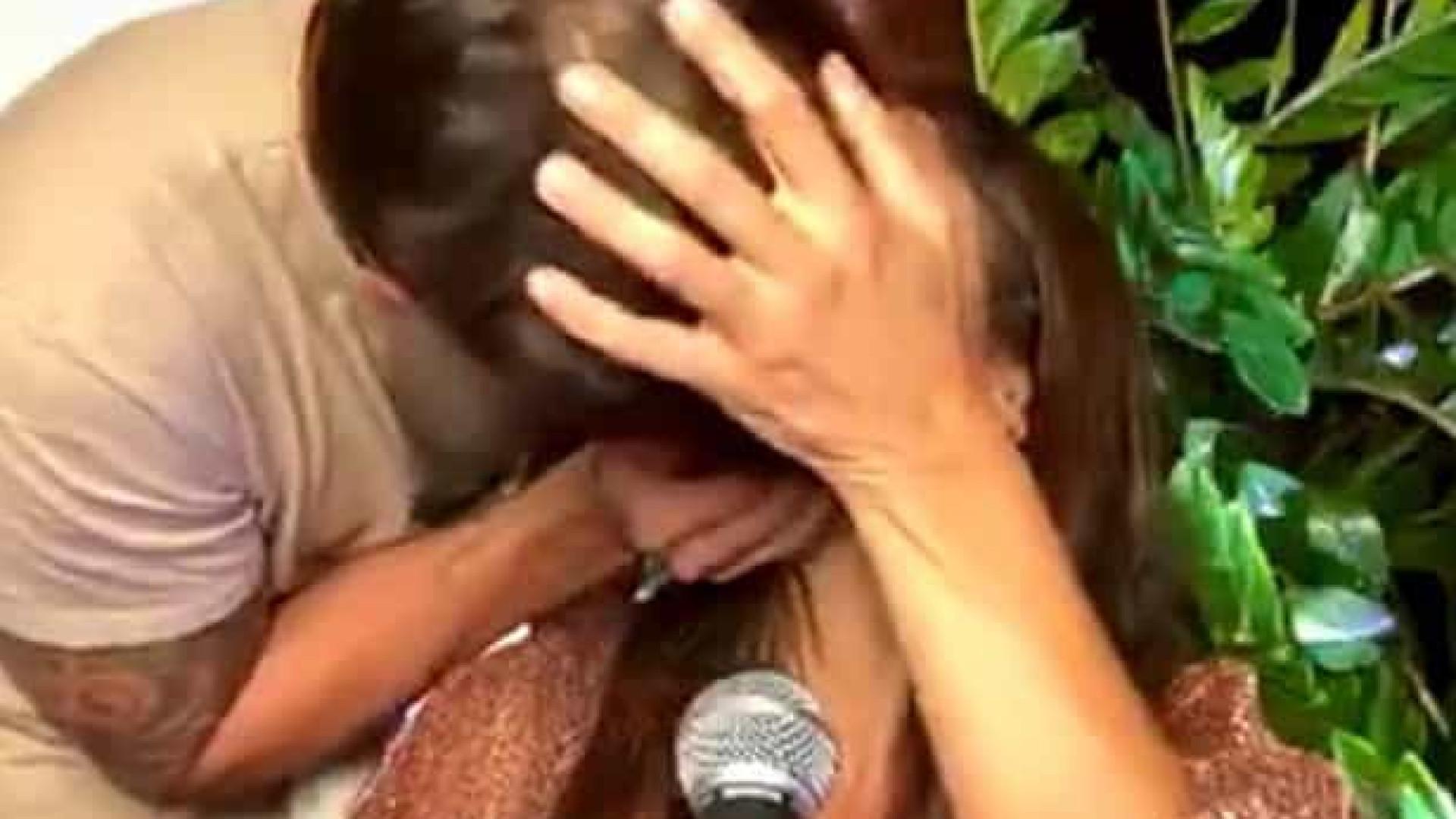 Em meio a boatos sobre crise, Ivete Sangalo ganha beijo de Cady em live