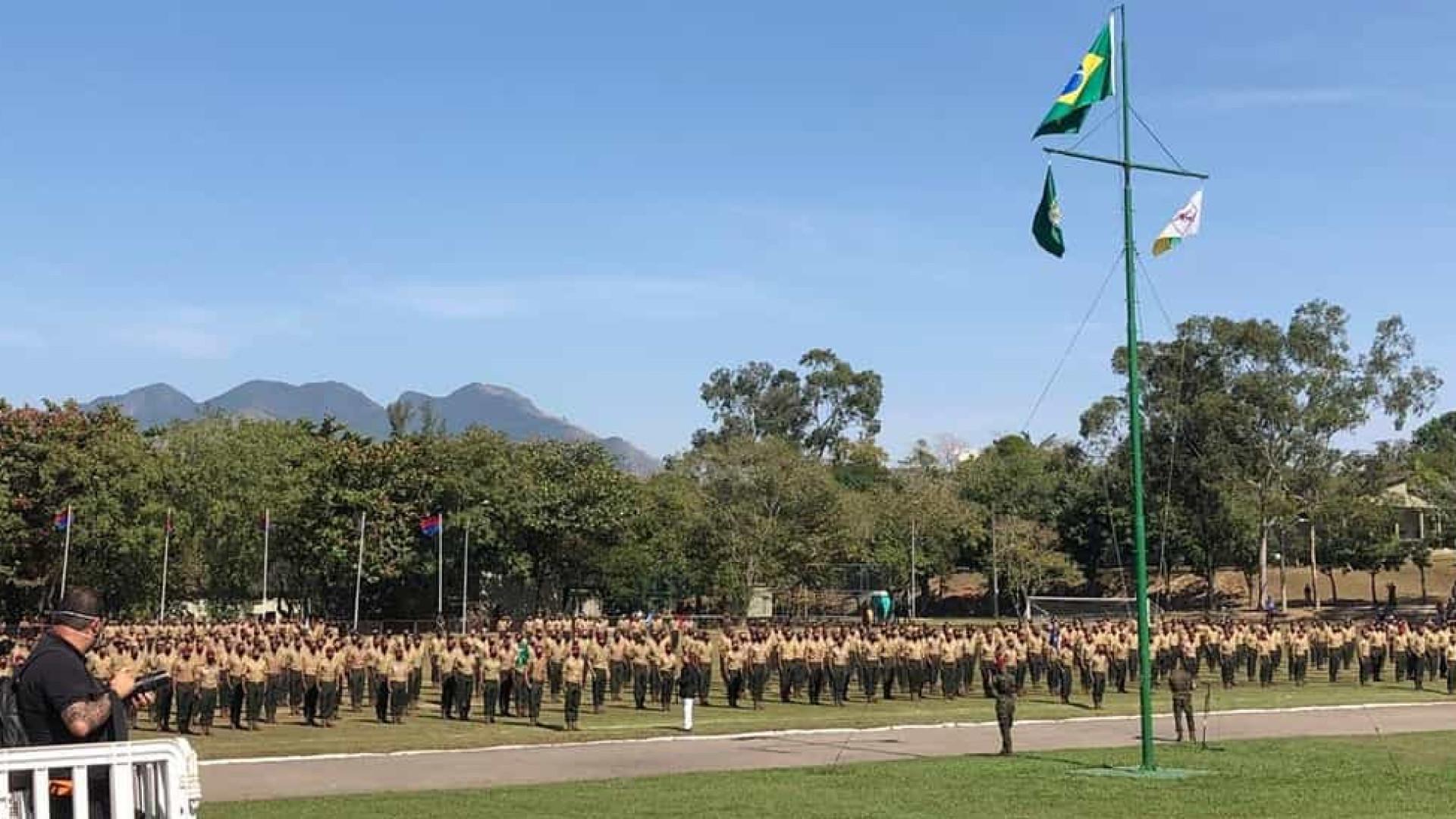 Bolsonaro se vangloria de militares no governo