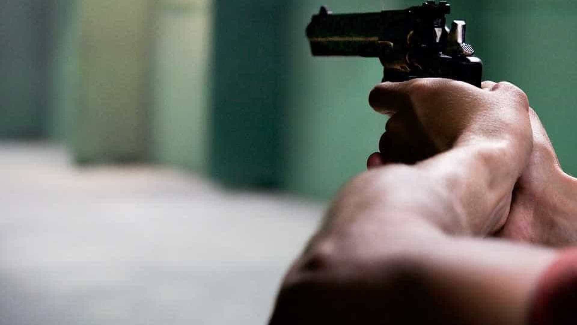 Homicídios têm prevalência de uso de arma de fogo e vitima mais jovens