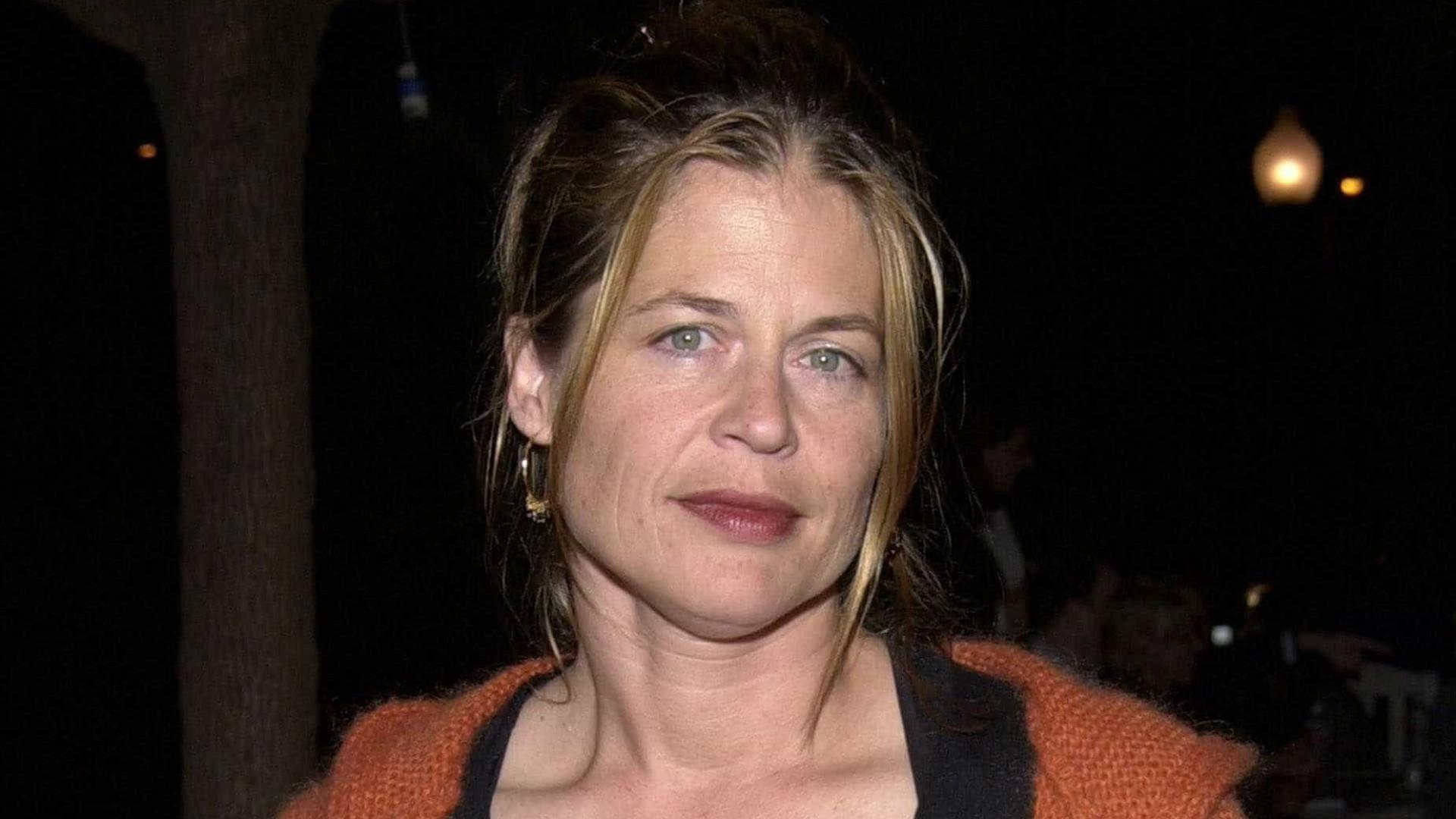 Irmã gêmea da atriz Linda Hamilton morre aos 63 anos