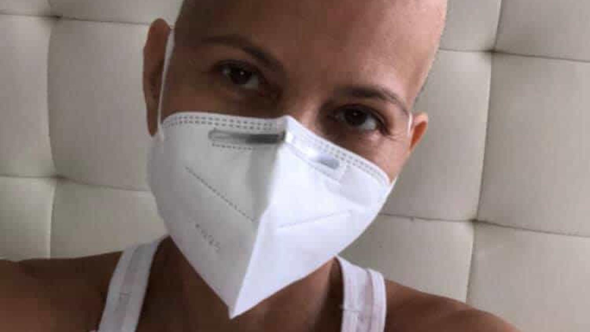 'Ex' de Julio Iglesias emociona ao falar da sua luta contra o câncer