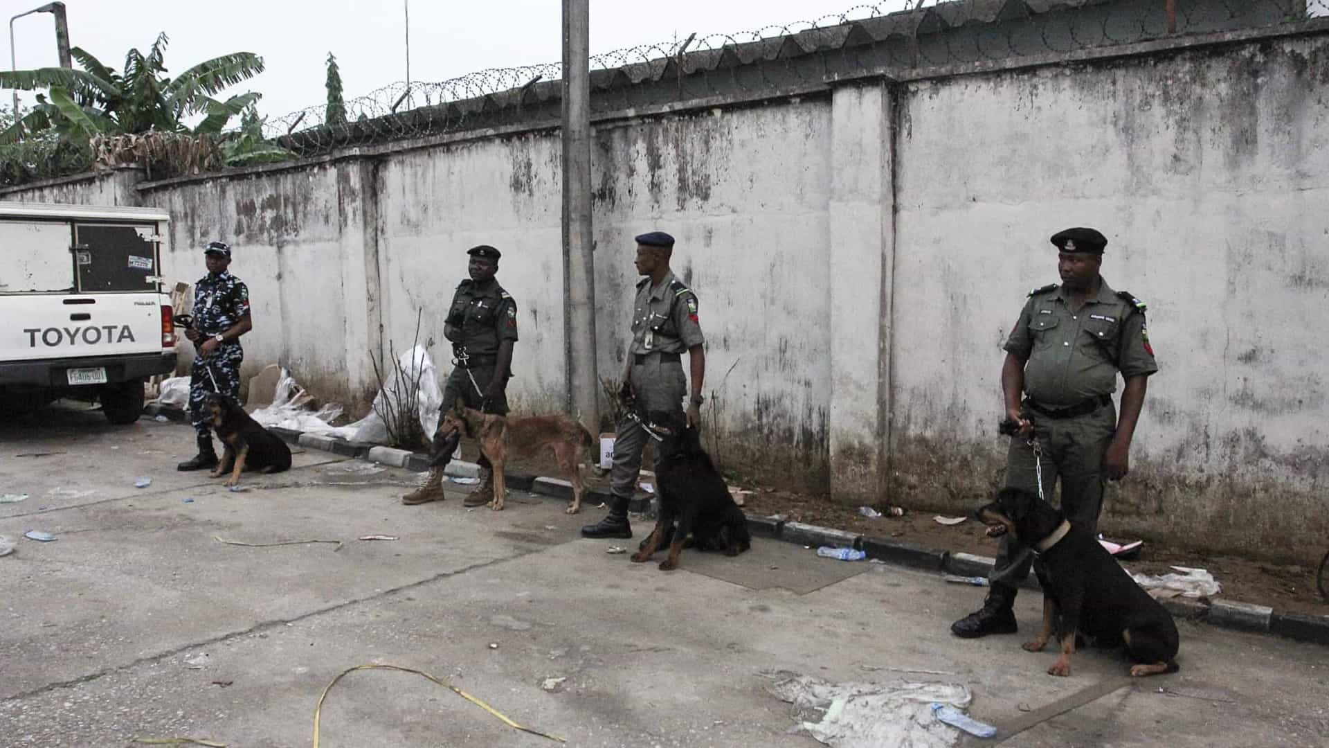 Mais de 250 escravos libertados de centro de detenção ilegal na Nigéria