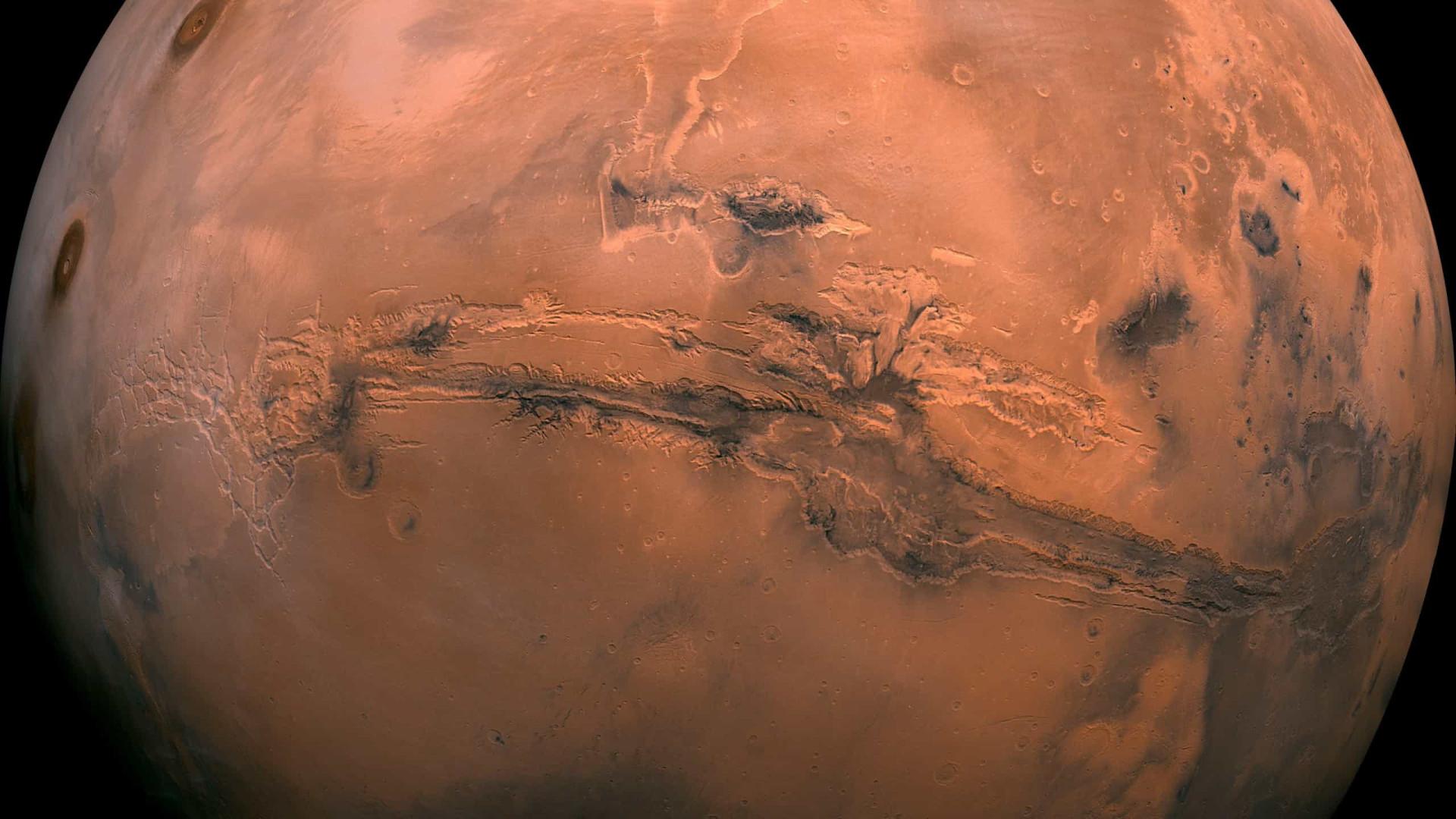 Marte teve lagos que transbordaram e formaram desfiladeiros