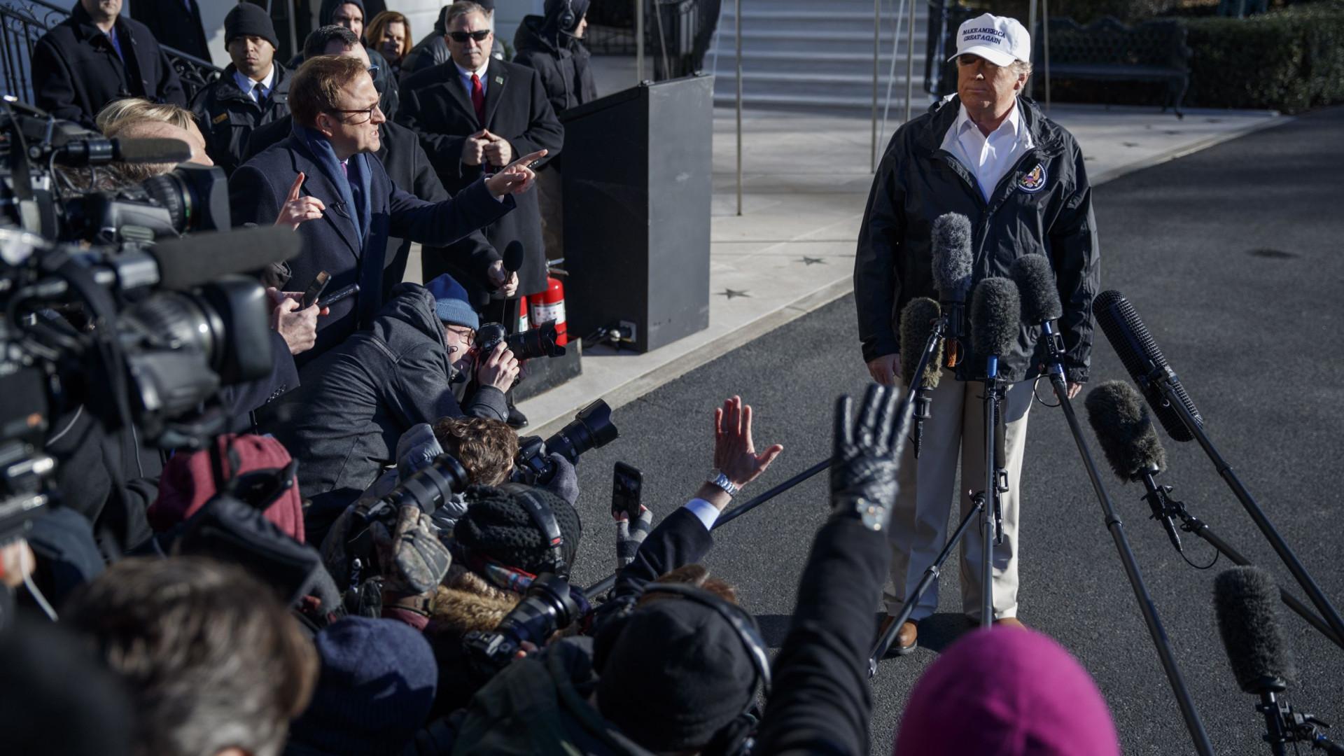 Trump admite que pode declarar emergência nacional para construir muro