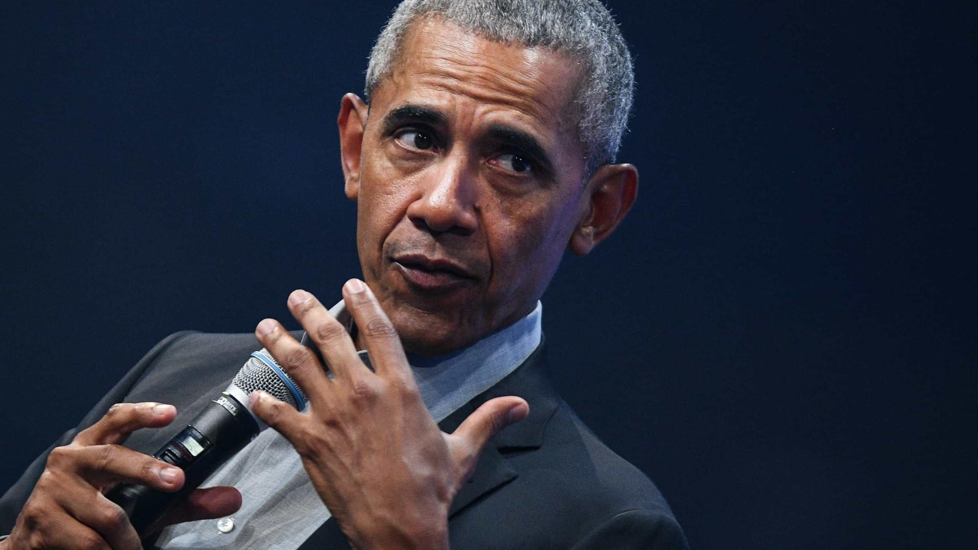 """Obama classifica de """"desastre caótico absoluto"""" gestão Trump"""