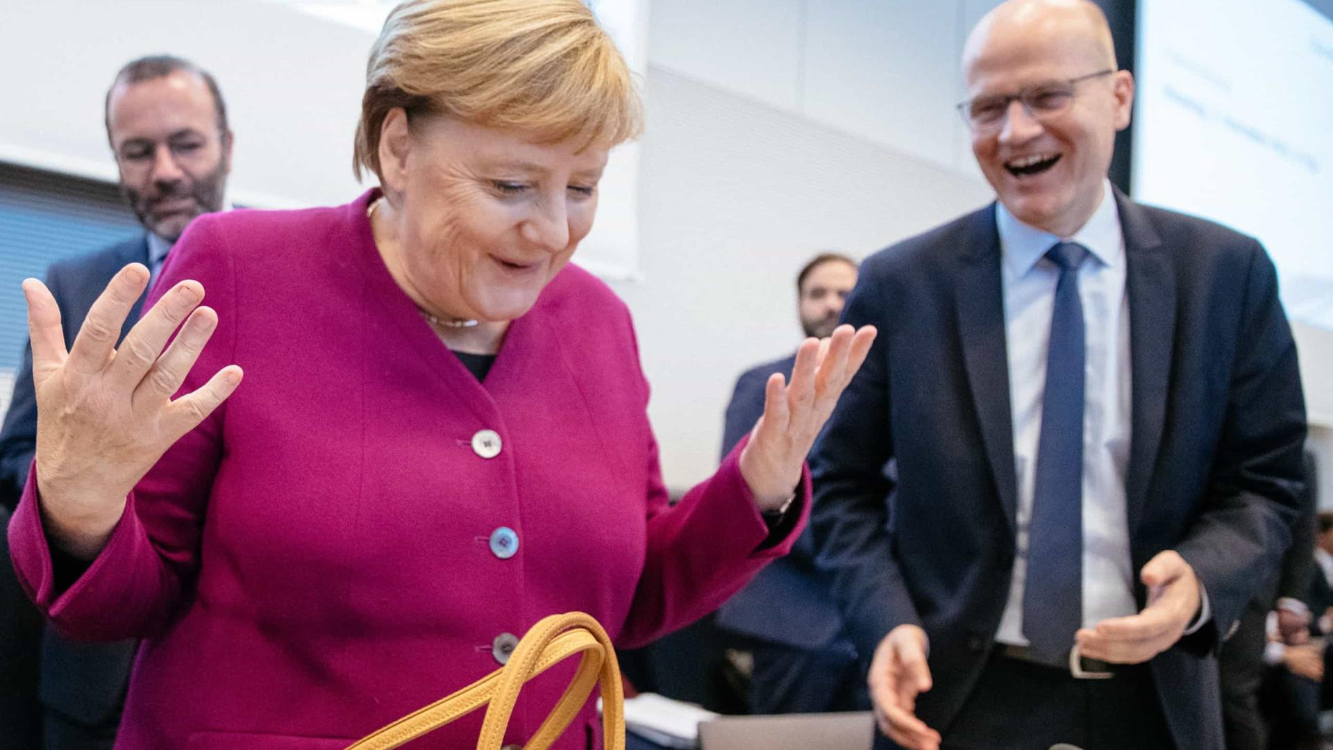 """Angela Merkel não compartilha visão """"radical"""" de Macron sobre a Otan"""