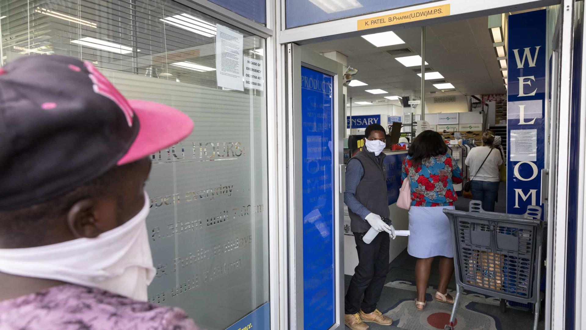 África do Sul sobe para 927 casos antes do recolher obrigatório