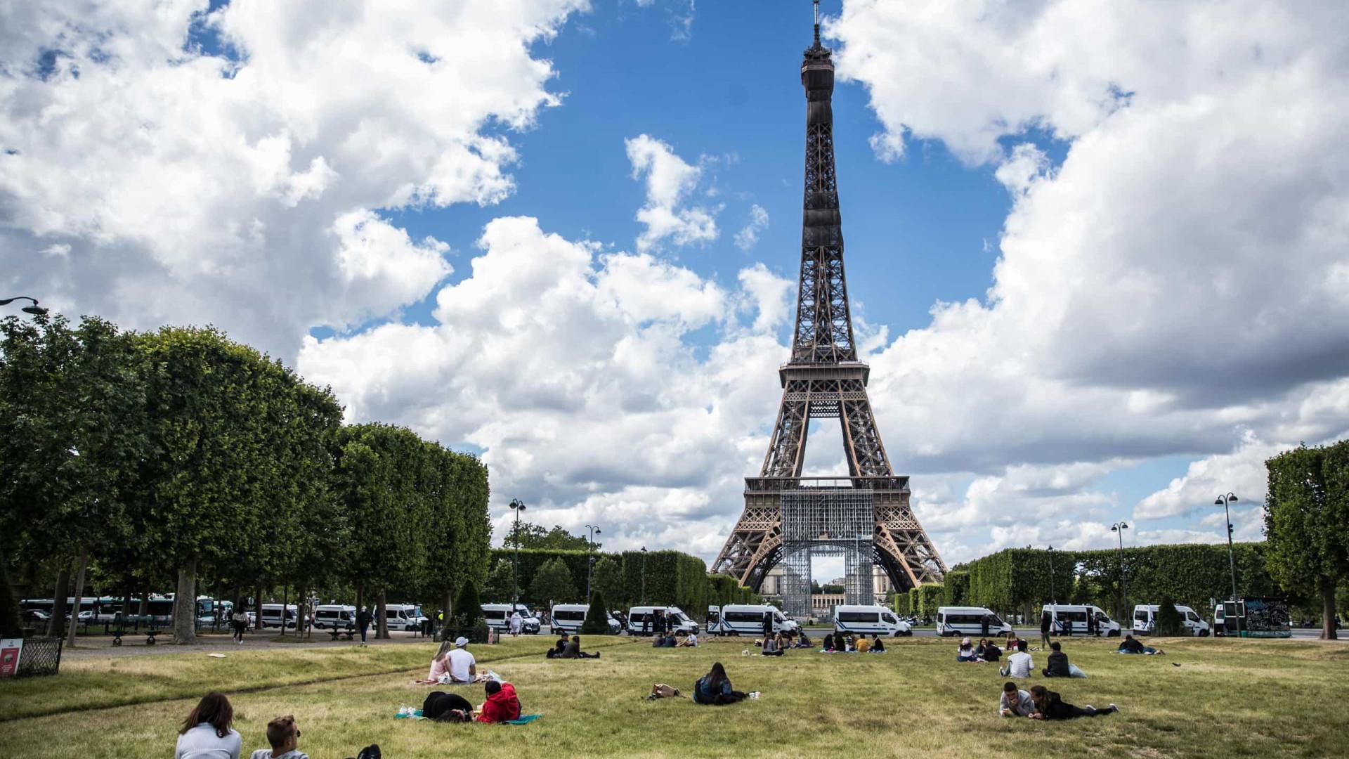 Torre Eiffel reabre ao público no dia  25 de junho