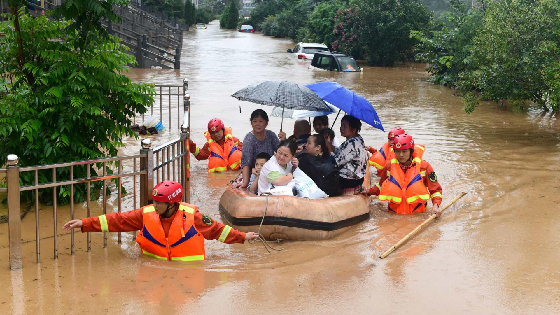 Inundações na China deixam oito mortos e seis desaparecidos