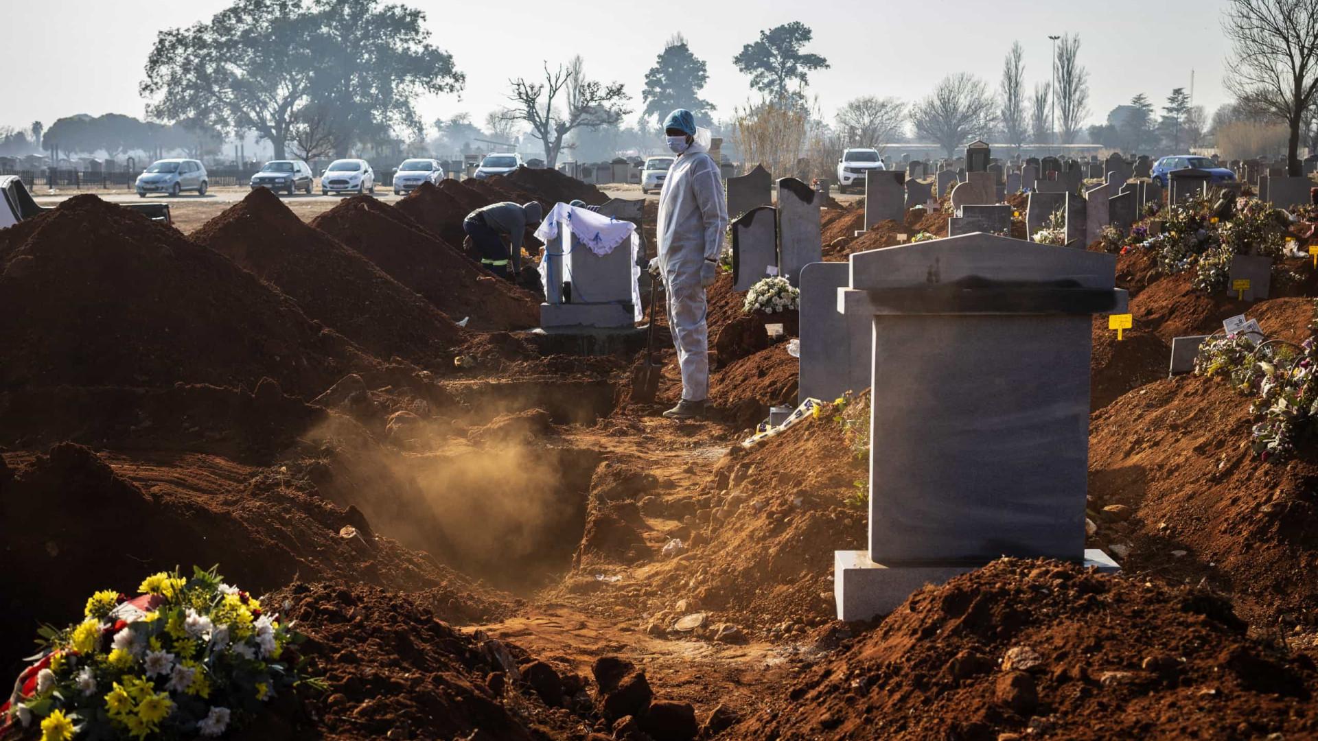 Pandemia provocou mais de 2.4 milhões de mortes em todo o mundo