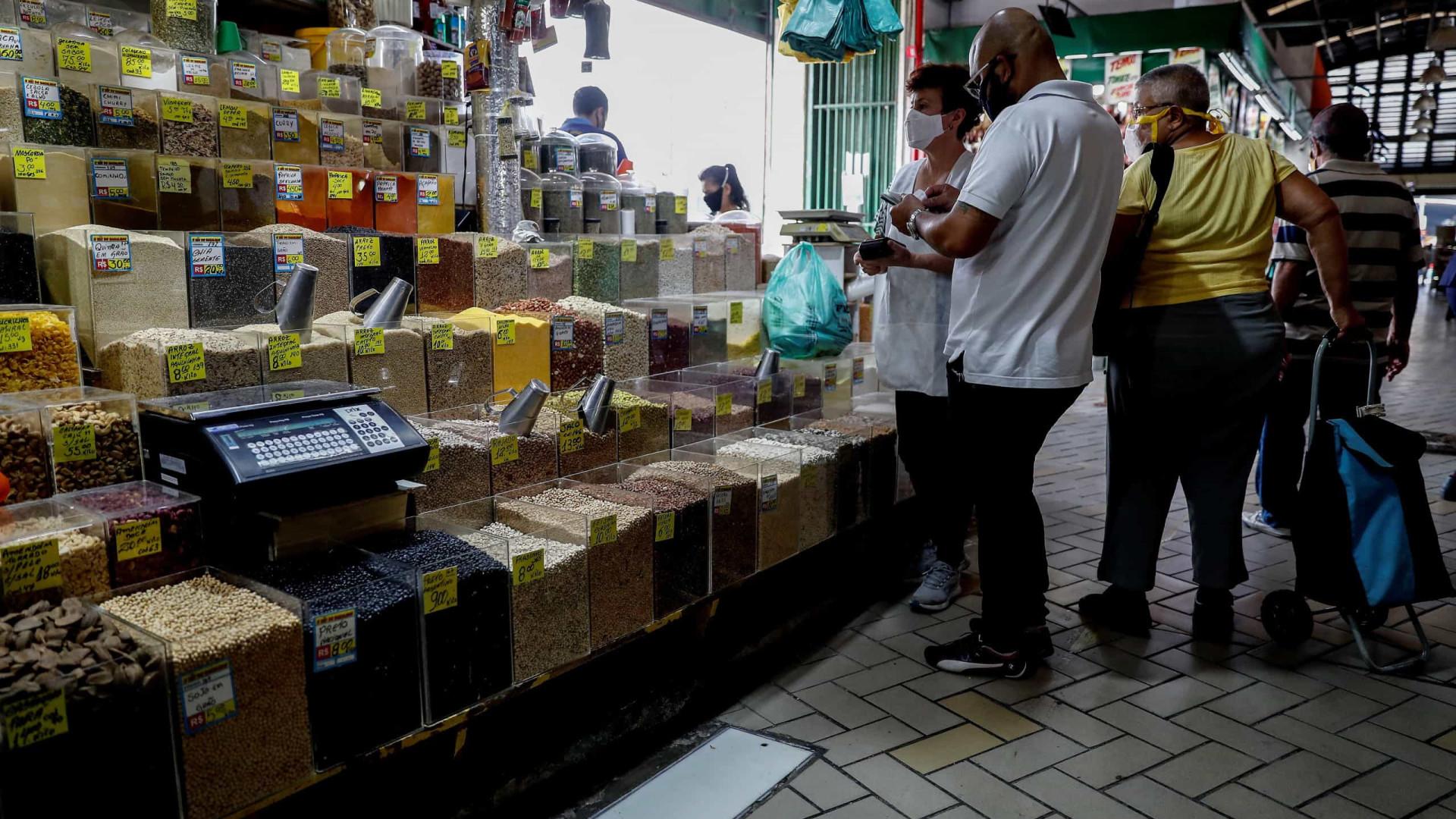 Brasil cria plástico que inativa o novo coronavírus em minutos