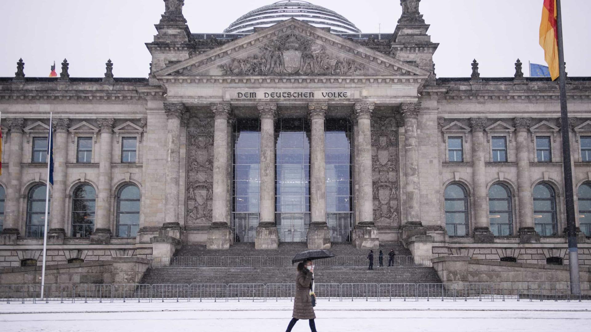 Alemanha reforça segurança junto ao parlamento após invasão do Capitólio
