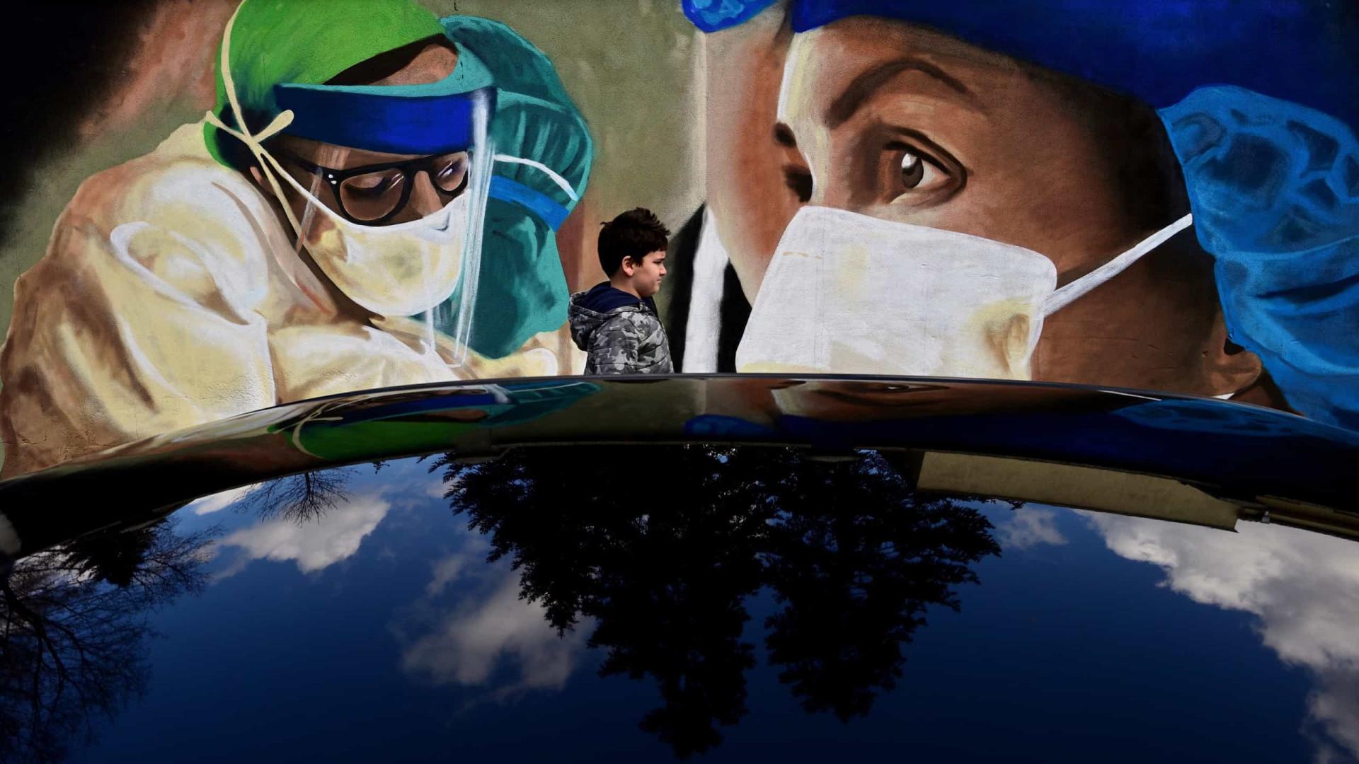 Pandemia já matou pelo menos 2,93 milhões de pessoas em todo o mundo