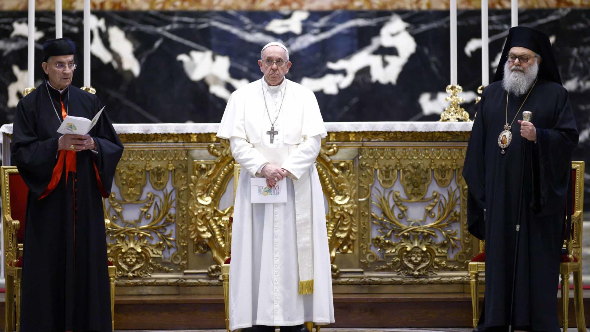 Papa emite documento para limitar missas em latim
