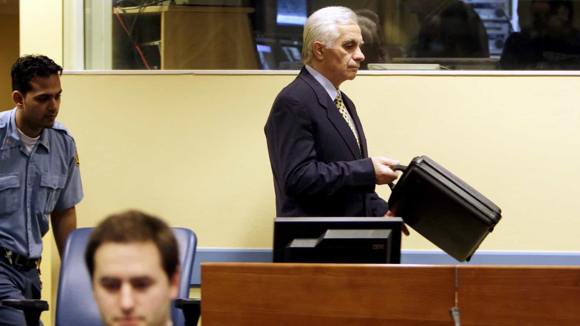 Bósnia: ex-líder condenado por crimes de guerra morre de Covid