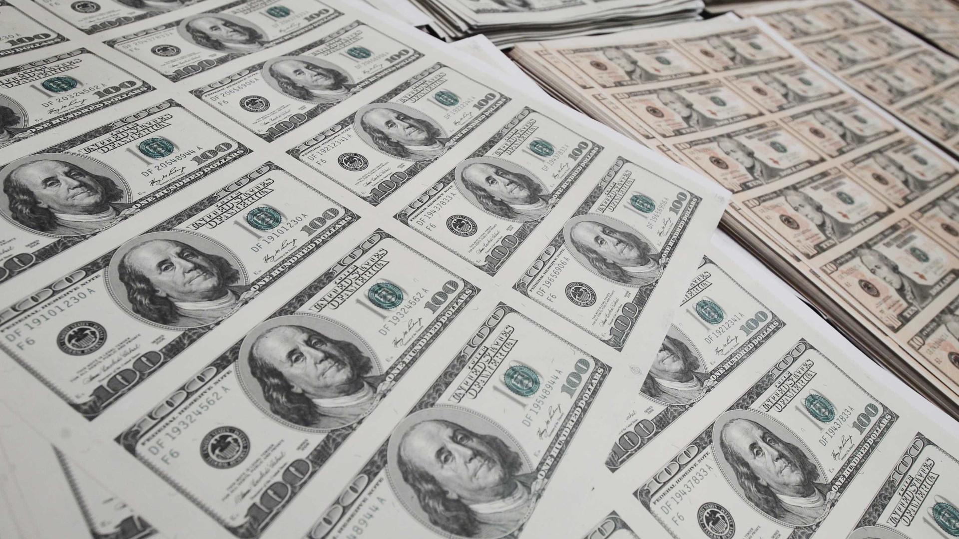 Bolsa volta a despencar, e dólar encosta em R$ 5,20