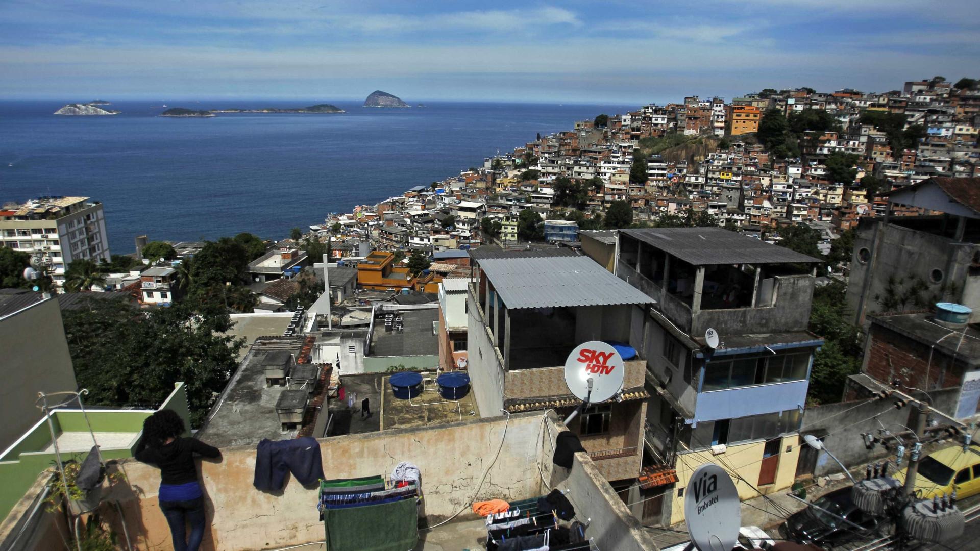 Favelas do Rio têm mais mortes por covid do que 14 Estados brasileiros